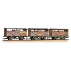 37-716 - Triple Pk 8 Ton Cattle Wagon BR Bauxite Weathered - Regular -91.79