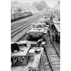 38-725 - Warflat Bogie Flat Wagon WD Khaki Drab Livery with Tank - Regular -79.79