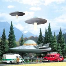 1010 - UFO Flying Saucer w/Figs
