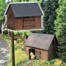 1500 - Wooden Barn w/Wood Parts