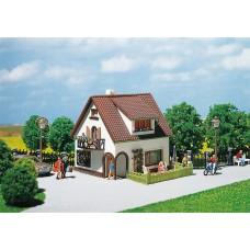 Faller 130200 Stucco house w/dormer