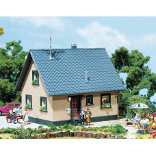 Faller 130223 Family house w/deco parts