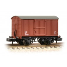 Graham Farish  377-975A - 12 Ton Eastern Ventilated Van Planked Ends LNER Oxide
