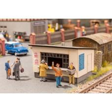 Noch  12020 - On The Platform Scene
