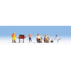 Noch  15588 - Family at BBQ