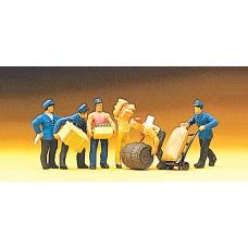 Preiser 10016 - Delivery men w/loads   6/