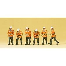 Preiser 10242 - Firemen in Action 6/