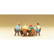 Preiser 10282 - Family sitting/garden  6/