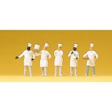 Preiser 10330 - Cooks at the buffet