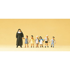 Preiser 10401 - Nun w/small children   7/