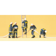 Preiser 10485 - Firemen Putting Out Fire