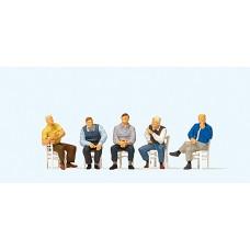 Preiser 10579 - Seated Men Waiting 5/