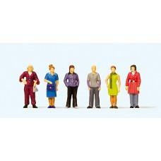 Preiser 10629 - Standing Women