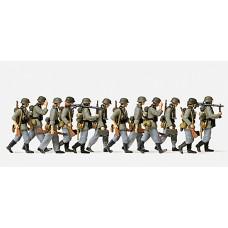 Preiser 16557 - Advancing Grenadiers 12/