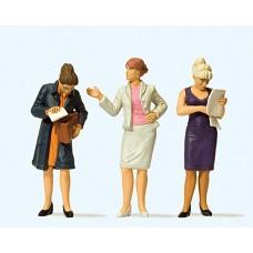 Preiser 44907 - Standing Women 3/