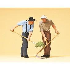 Preiser 63053 - Farmers w/Ptch Fork/Scyth