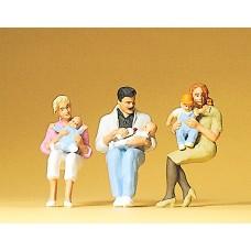 Preiser 63059 - Seated parents & children