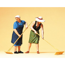 Preiser 63075 - Farm Wives w/Rakes 2/