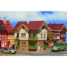 Vollmer 43639 - House w/Green Railings