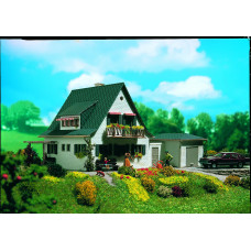 Vollmer 43718 - House w/garage kit
