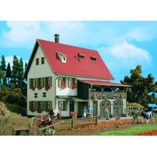 Vollmer 43721 - Farm House w/Shed