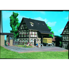 Vollmer 43731 - House w/barn kit