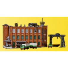 Kibri 36762 - Factory building w/fence
